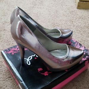 Qupid brand new pewter heels